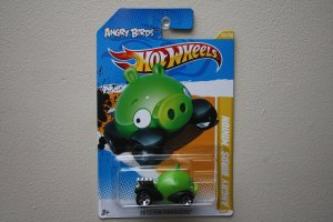 Hot Wheels 2012 HW Premiere Angry Birds (Minion Pig)