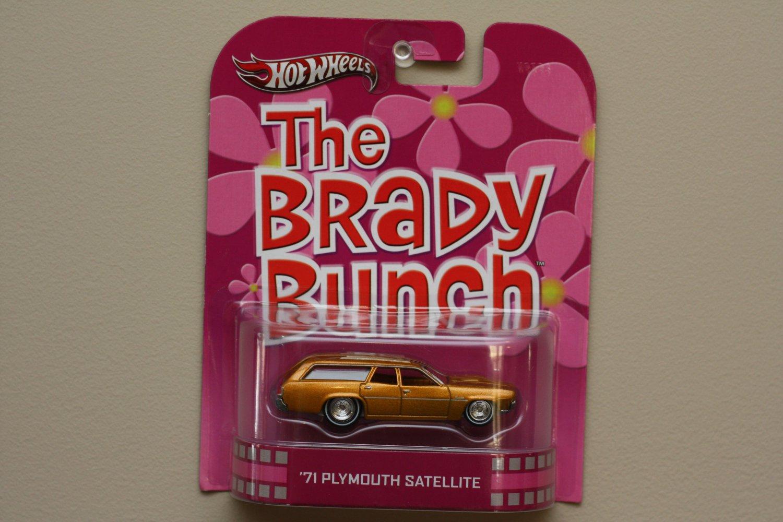 Hot Wheels 2013 Retro Entertainment The Brady Bunch '71 Plymouth Satellite