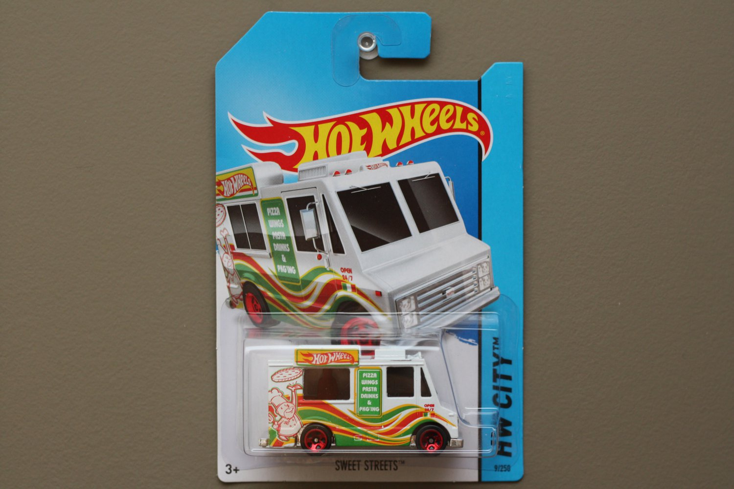 Hot Wheels 2014 HW City Sweet Streets (Ice Cream Truck) (white)