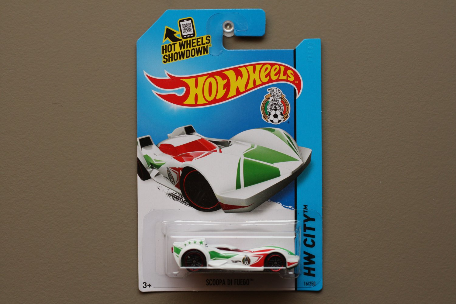 Hot Wheels 2014 HW City Scoopa Di Fuego (white) (Fifa World Cup Soccer Team Mexico)