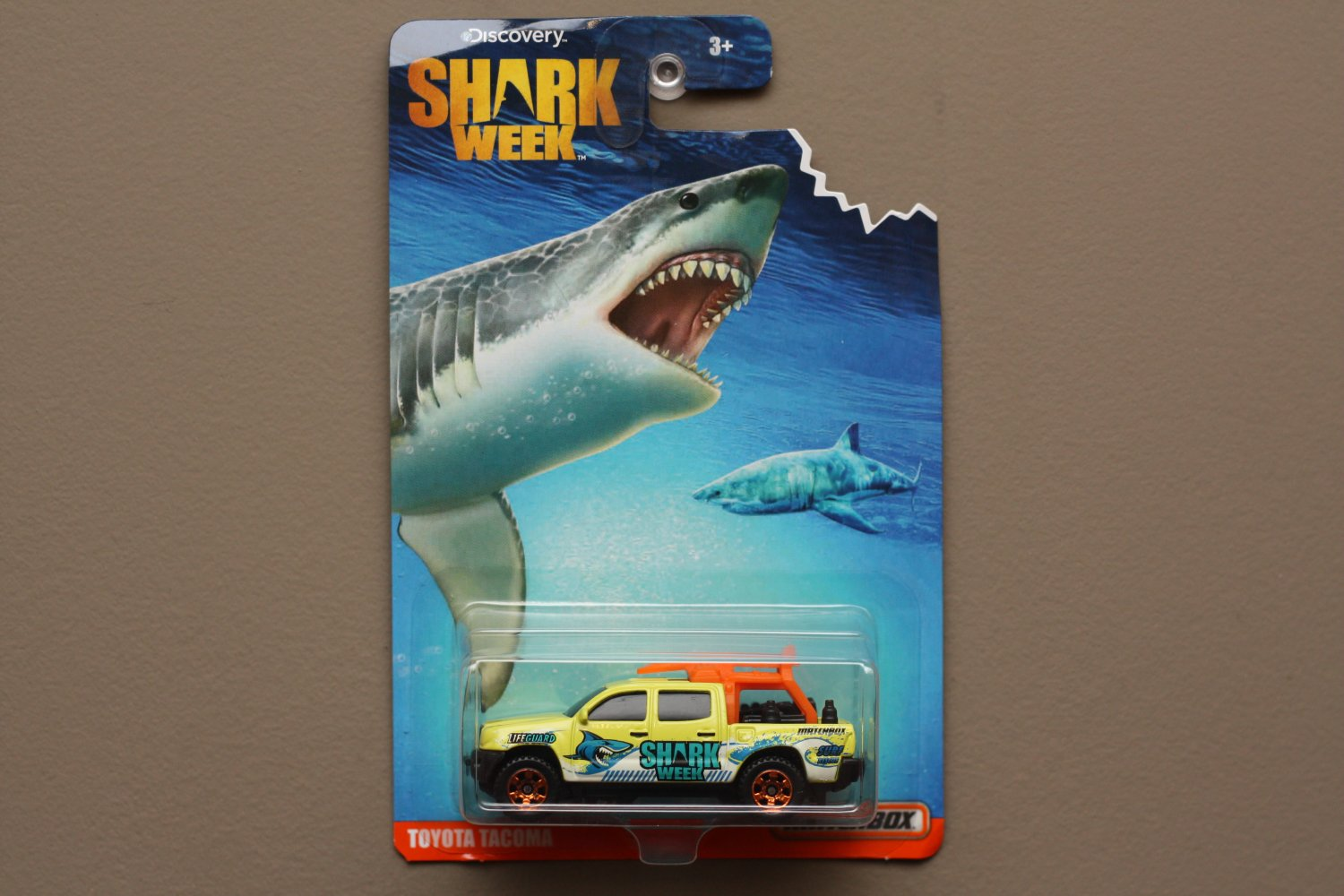 Matchbox 2016 Discovery Shark Week Toyota Tacoma (SEE CONDITION)