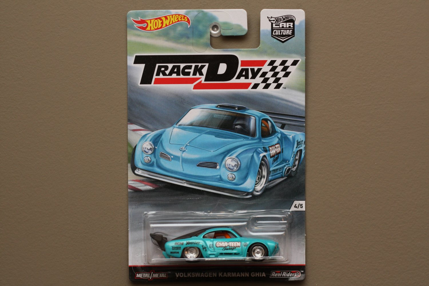 Hot wheels 2016 car culture track day volkswagen karmann ghia for 9 salon hot wheels 2016