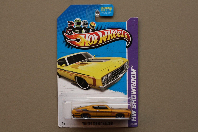 Hot Wheels 2013 HW Showroom '69 Ford Torino Talladega (gold)