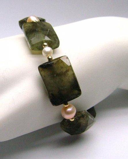 Laboradorite & Freshwater Cultured Pearl Bracelet