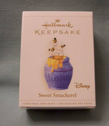 Hallmark 2006 Disney Sweet Smackerel - Pooh