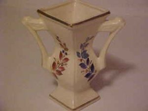 LOVELY VINTAGE PORCELAIN DOUBLE HANDLED VASE