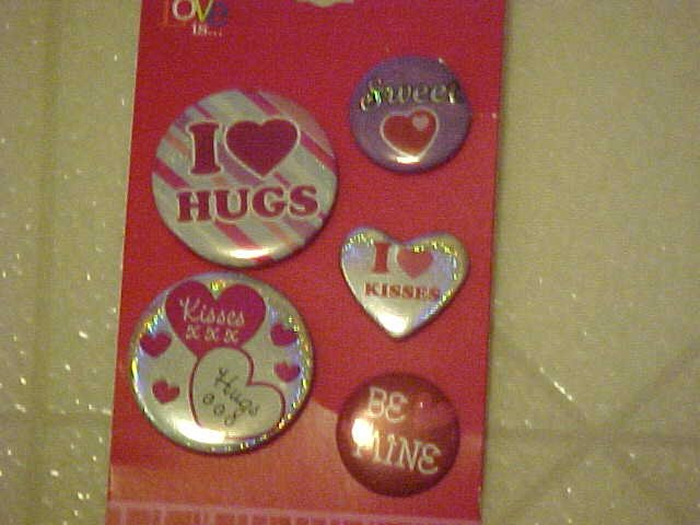 NEW 5 VALENTINES DAY PINBACK BUTTONS BE MINE/I LUV HUGS