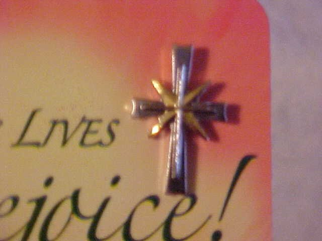 BRAND NEW ON CARD SILVER & GOLD TONE CRUCIFIX HAT PIN
