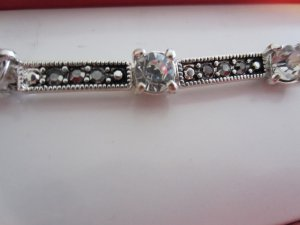 LOVELY BRAND NEW IN GIFT BOX SILVER TONE CLEAR & BLACK RHINESTONE BRACELET