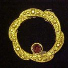 LOVELY VINTAGE AMYTHEST  RHINESTONE GOLD WREATH CIRCLE PIN BROOCH