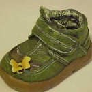 BRAND NEW CHILD'S GREEN GARDEN SHOE FIGURINE DECORATED WITH A HONEY BEE