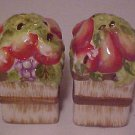 BRAND NEW PORCELAIN FRUIT BASKET SET OF SALT & PEPPER SHAKERS