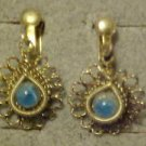 LOVELY VINTAGE BLUE STONE ORNATE GOLD TONE SETTING SCREW BACK EARRINGS