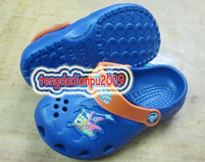 new CROCS� SpongeBob blue boy's sandal shoe sz:24-27