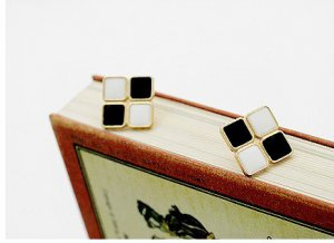 Retro Black and White Square Earrings