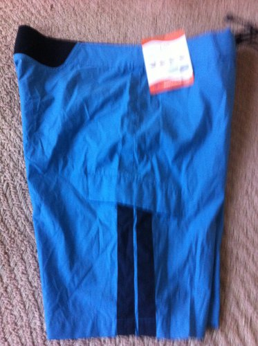NWT $85.00 Victorinox Shorts Blue size Large