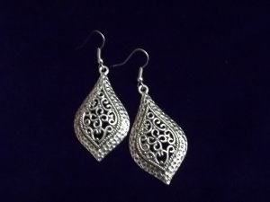 INTRICATE DESIGN FASHION DANGLE EARRINGS