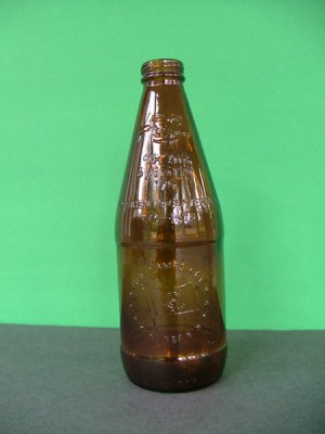1976 Fyfe & Drum Embossed Bicentennial Beer Bottle � New Hampshire 1788