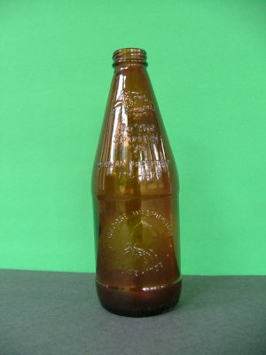 1976 Fyfe & Drum Embossed Bicentennial Beer Bottle � George Washington 1732-1799