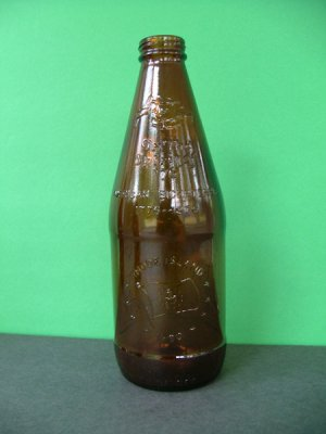 1976 Fyfe & Drum Embossed Bicentennial Beer Bottle � Rhode Island 1790