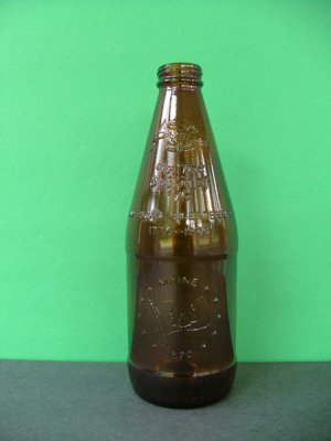 1976 Fyfe & Drum Embossed Bicentennial Beer Bottle � Maine 1820
