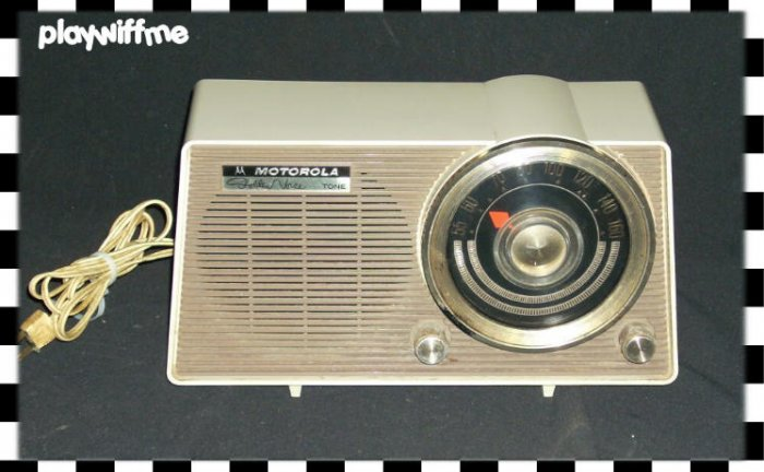 "Motorola ""Golden Voice"" Tube Radio Vintage"