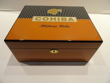 humidor comes with locking lid and key with  cigar case & cutter new in box