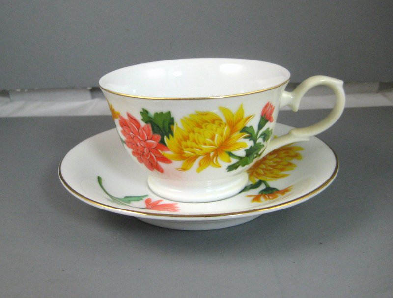 Vintage Avon November Chrysanthemum Blossoms of the Month Series 1991 Teacup and Saucer
