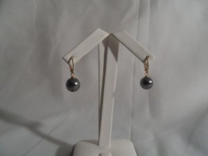 18 kt Gold Drop Black Pearl Earrings