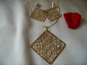 18 kt Gold Square Stud Earrings ,Chain and Pendant Set