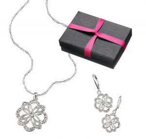 Avon Fashion Accents In Jewelry
