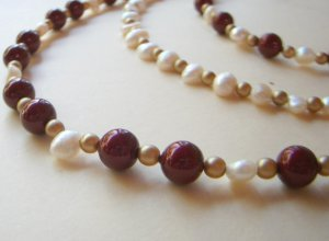 Edwardian Burgundy and gold bead necklace