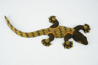 Hand-crafted Wood Figurine with Batik Motives, Gecko (L)