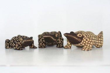 Hand-crafted Wood Figurine with Batik Motives, Bullfrog (Set of 3)