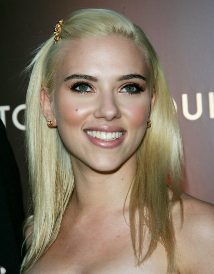 Scarlett Johansson 8x10 Photo - Close Up Pretty Candid #1