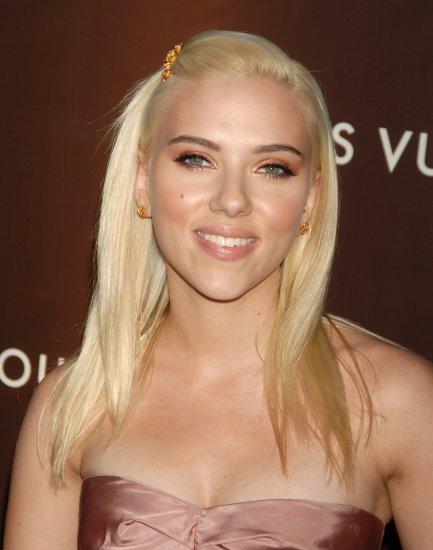 Scarlett Johansson 8x10 Photo - Close Up Pretty Candid #12
