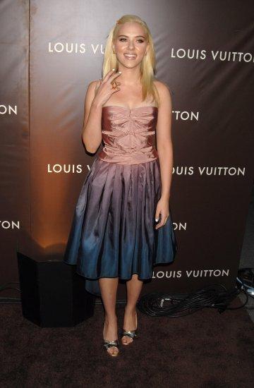 Scarlett Johansson 8x10 Photo - Very Busty Open Toe Heels #19