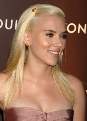 Scarlett Johansson 8x10 Photo - Close Up Pretty Candid #24