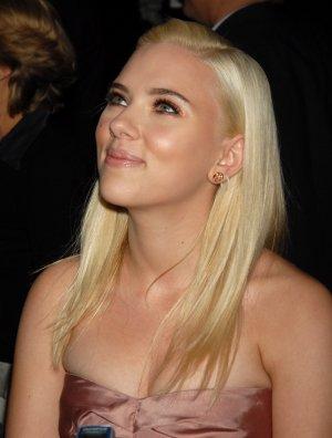 Scarlett Johansson 8x10 Photo - Close Up Pretty Candid #26