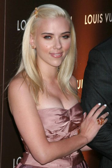 Scarlett Johansson 8x10 Photo - Close Up Pretty Candid #32