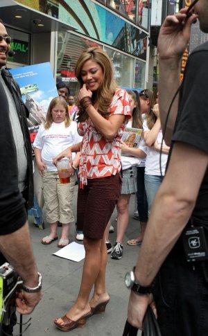 Vanessa Minnillo 8x10 Photo - Black Short Skirt, Open Toe Platfors Candid! #27