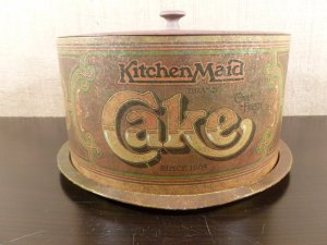 VINTAGE CAKE HOLDER TIN