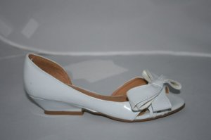 1/2&quot; WHITE KITTEN HEEL WITH ADORABLE DRAMATIC BOW IN THE FRONT