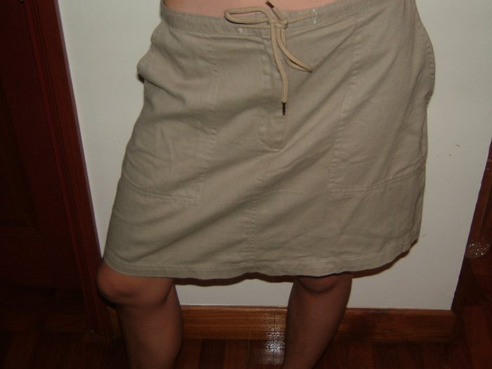 NY Khaki Skirt. (SIZE 4 (36), Girls, teens)