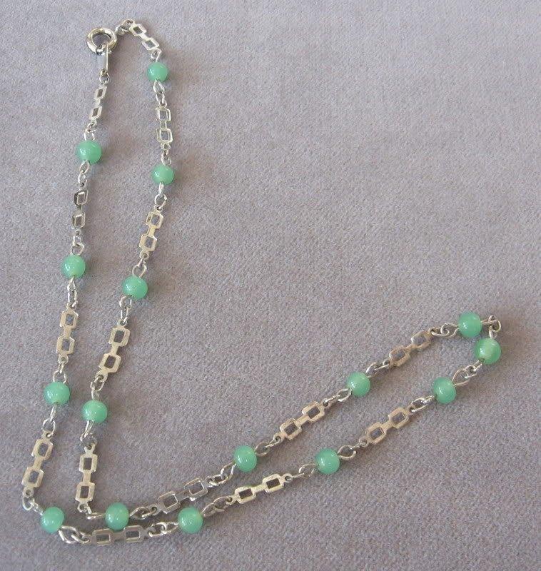 Green Glass Beaded Necklace Vintage Quartz