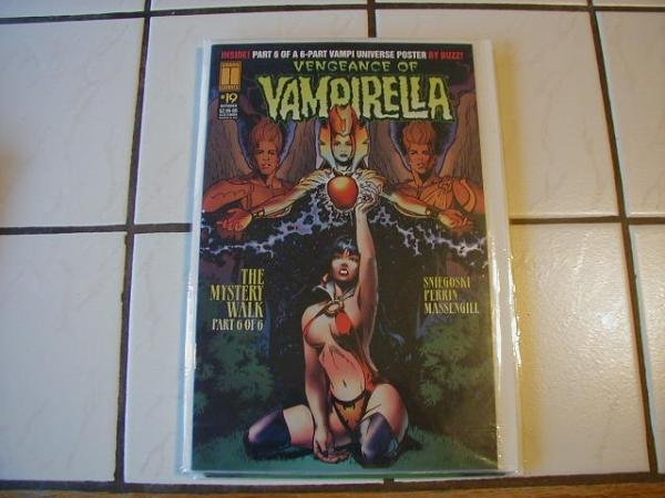 VENGEANCE OF VAMPIRELLA #19 VF/NM STILL BAGGED WITH A VAMPIRELLA CARD