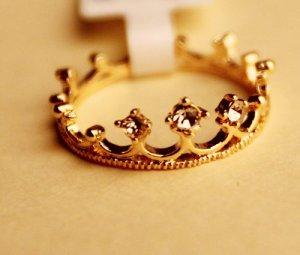 Rhienstone crown finger ring size 7
