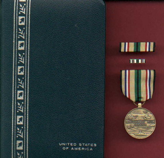 Desert Storm Desert Shield Service medal in case with ribbon bar and lapel pin