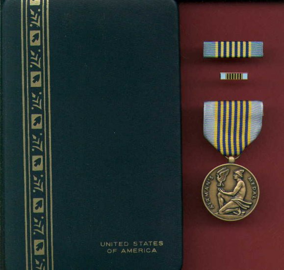 US Airman's medal in case with ribbon bar and lapel pin