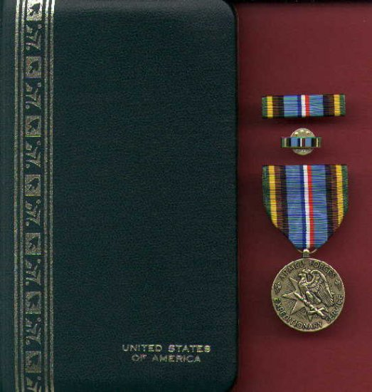 US Armed Forces Expeditionary medal in case with ribbon bar and lapel pin